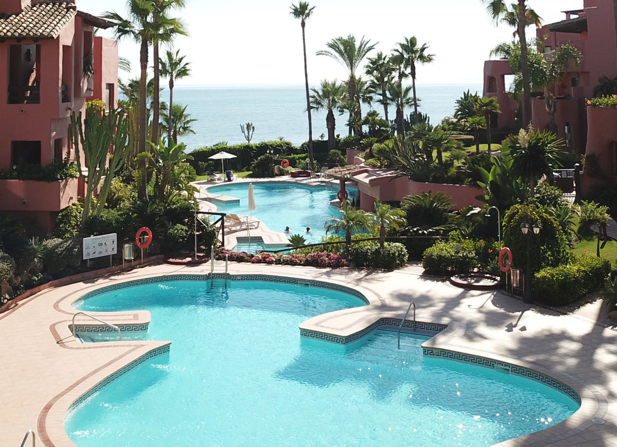 Luxurious Beachside Penthouse with Terraces, Estepona