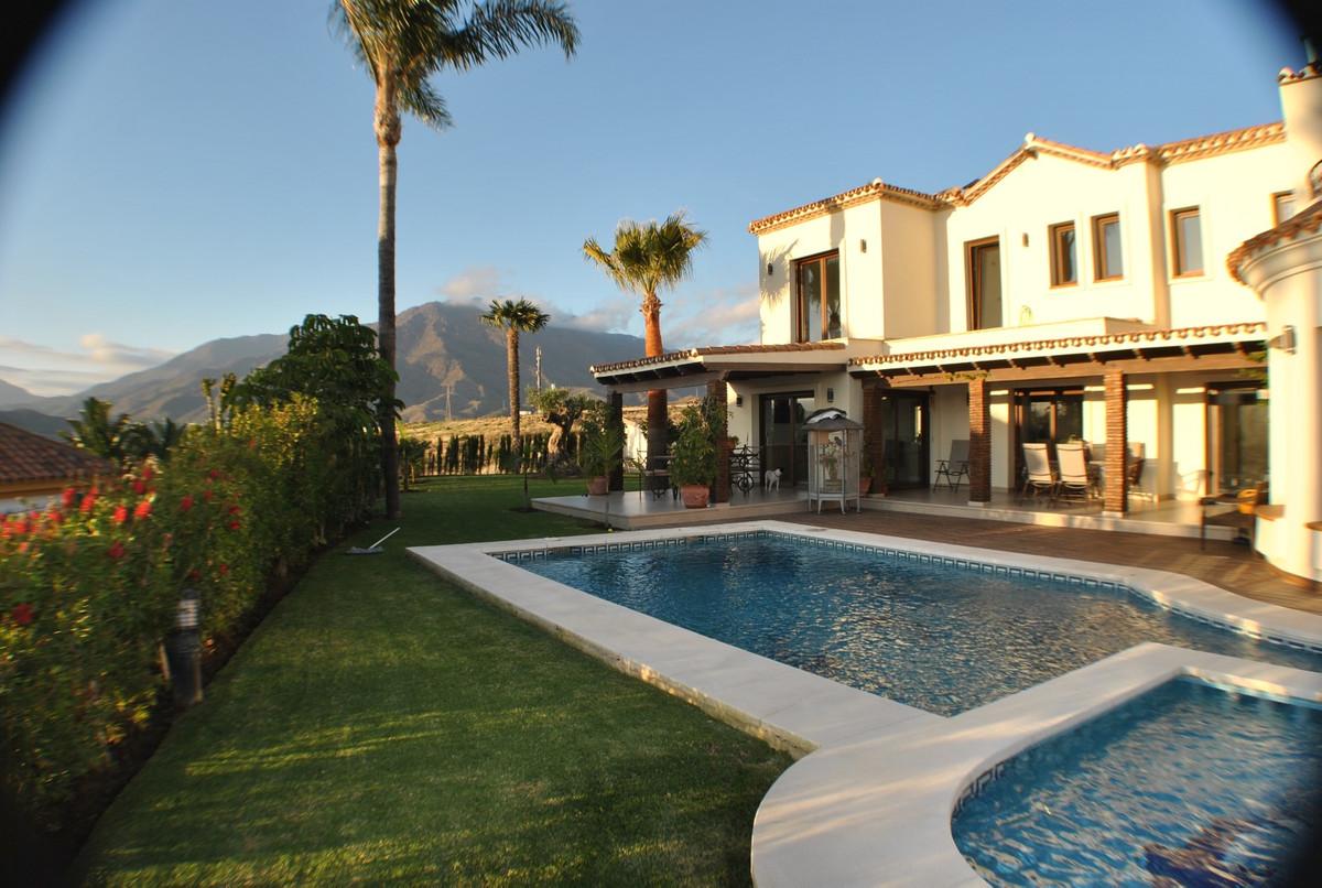 Superb Spacious Villa with Panoramic Views, Estepona