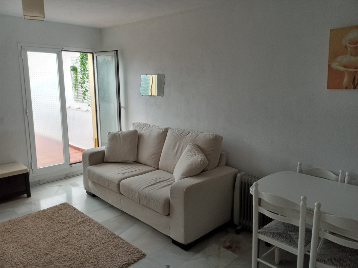 1 Bedroom Middle Floor Apartment For Sale Estepona, Costa del Sol - HP3930658
