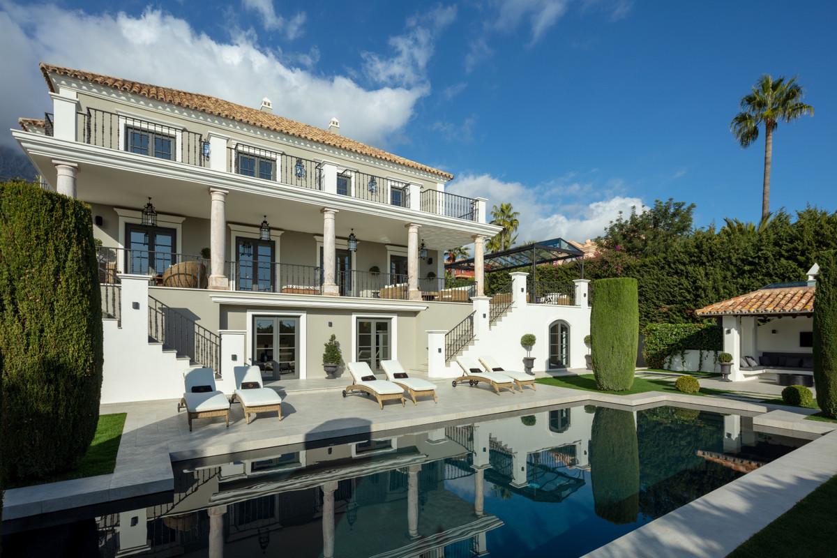 Fantastic Luxury Villa with Garden, Terraces and Swimming Pool, Sierra Blanca