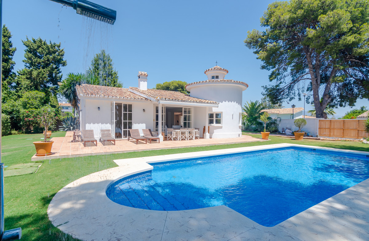 BEACHSIDE VILLA MUST SEE!! Marvelous, totally high quality, totally refurbished, stylish, family vil,Spain