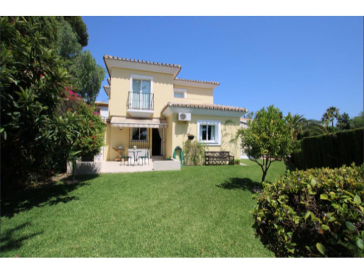 Spacious Villa with Garden and Swimming Pool, Calahonda