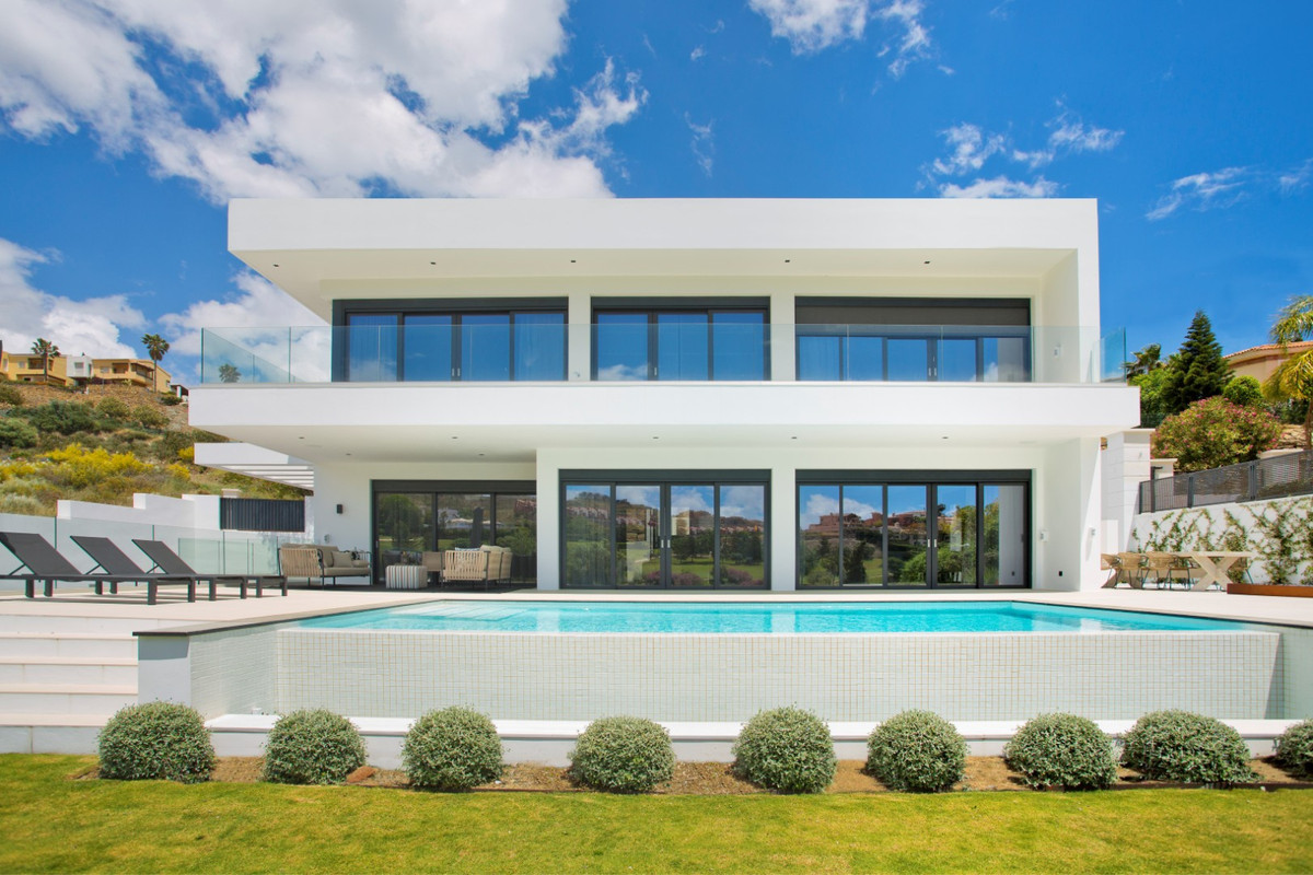 Amazing new Villa situated in the privileged frontline golf location of La Alqueria. La Alqueria is ,Spain