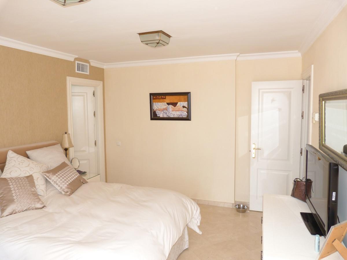 3 Bed Villa For Sale in El Madroñal, Benahavis