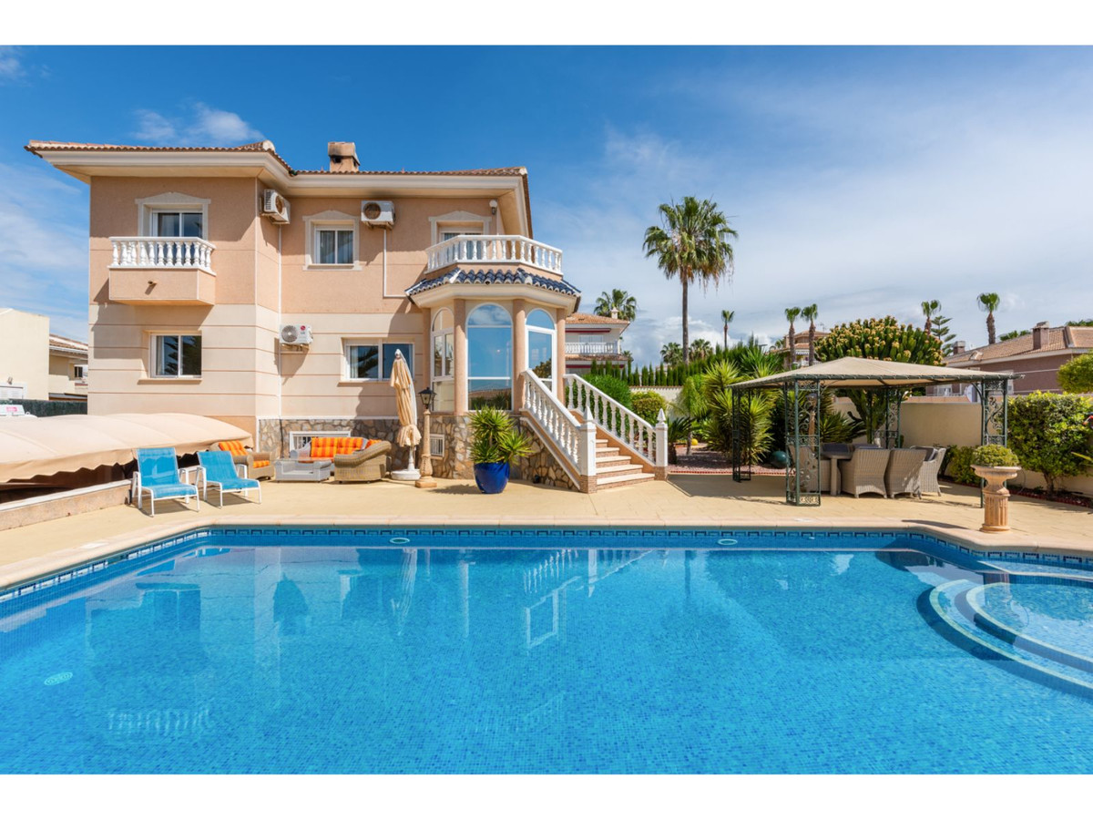 A well priced property, situated in a sought after town on the Costa Blanca.  Beautifully presented ,Spain