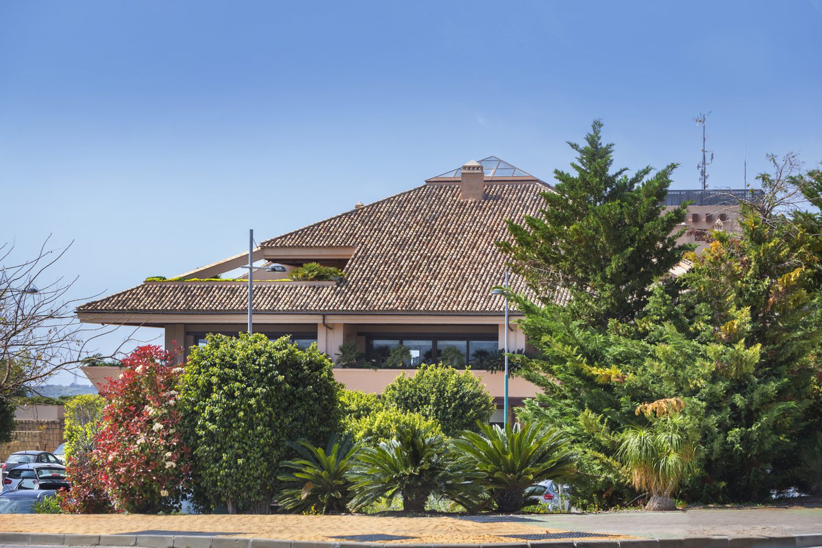 Amazing investment opportunity 5 min from the beach!