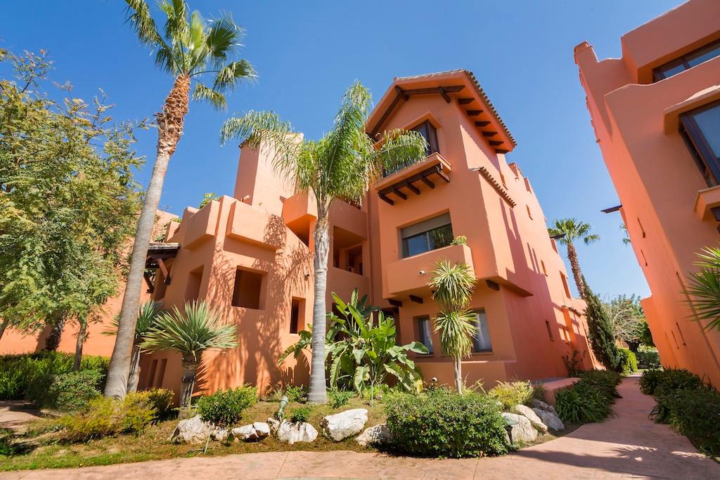 Between Puerto Banus and Estepona, luxury 2-bed apartment