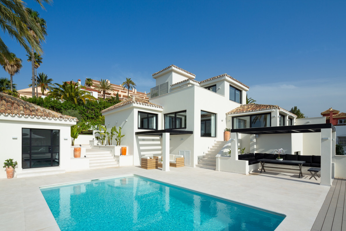 Beautiful luxury villa in Los Naranjos Hill Club