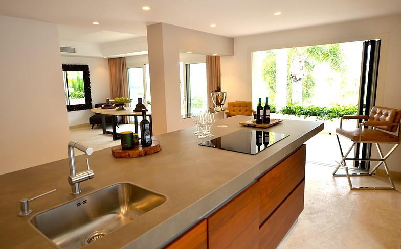 Brand new contemporary villa - amazing views on the golf