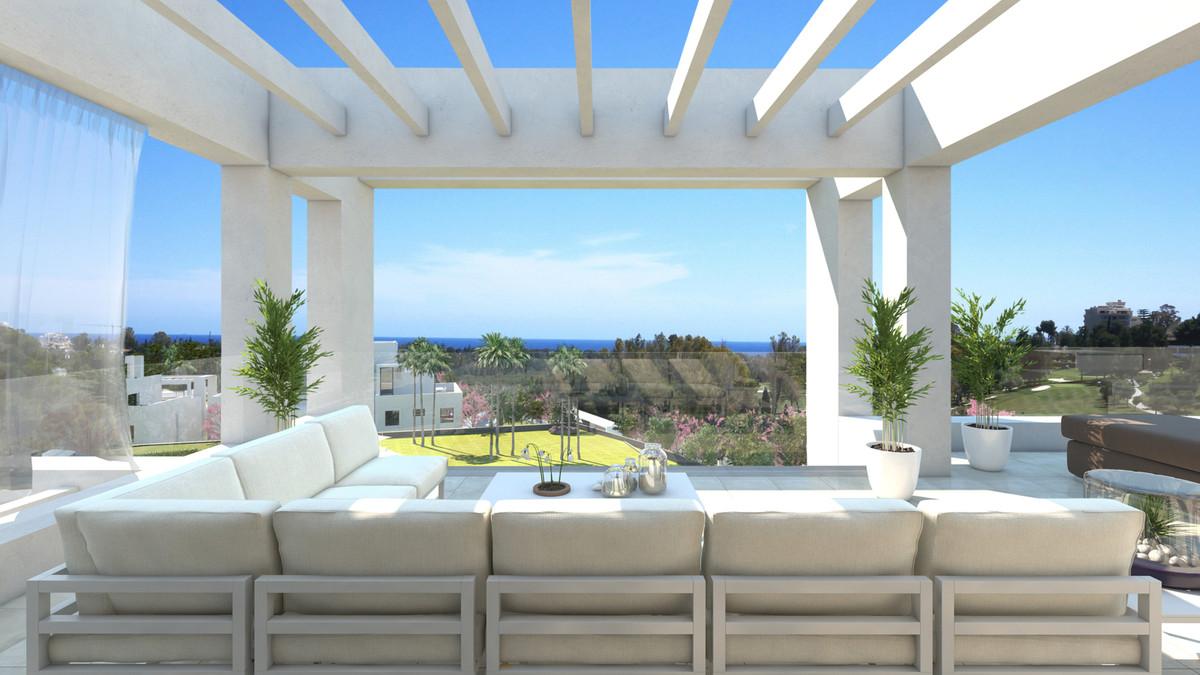 Between Estepona and Puerto Banus with panoramic sea views