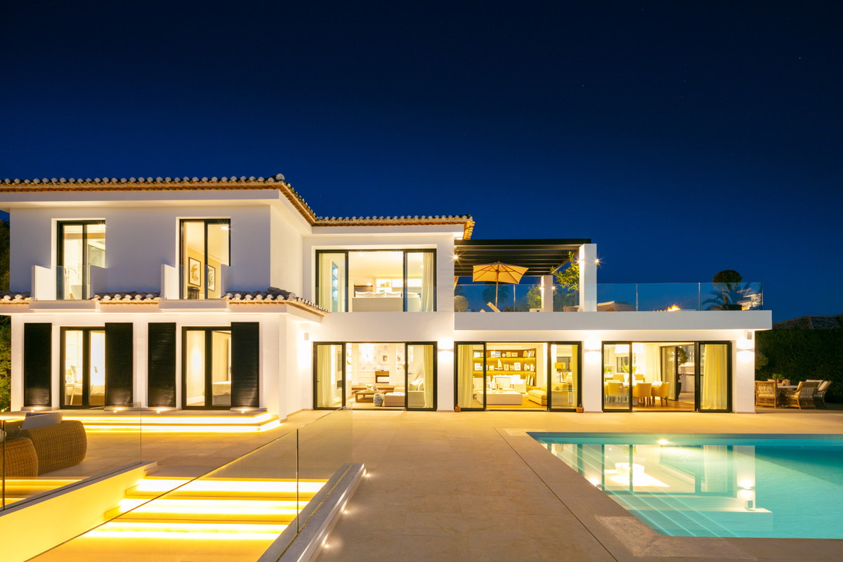 Luxury villa in golf residence minutes from beaches