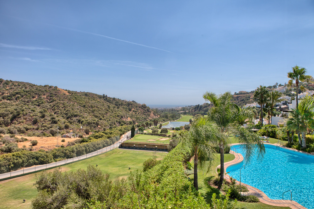 Quiet countryside, near prestigious golf course and sea