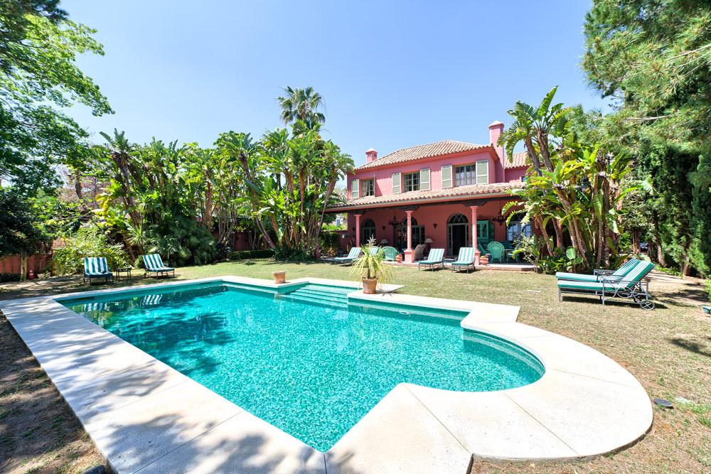 Elegant and traditional 5 bed villa near Marbella