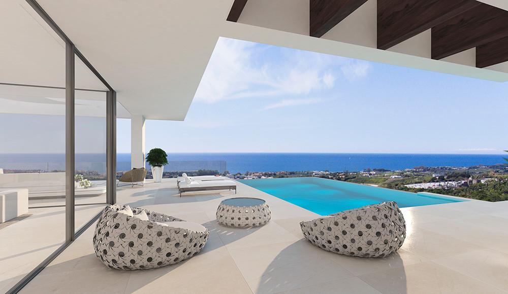 Panoramic sea views from ultra modern designer villa !