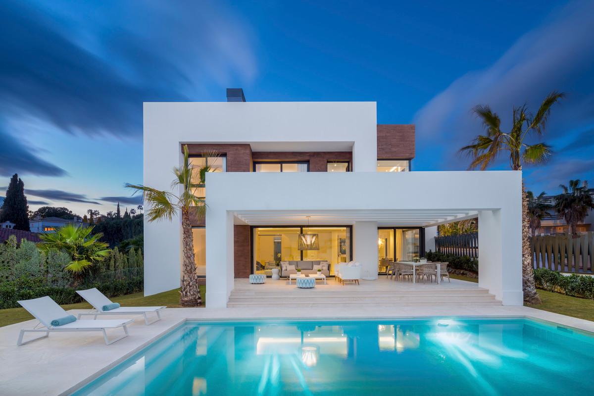 Gorgeous villa between Estepona and Marbella