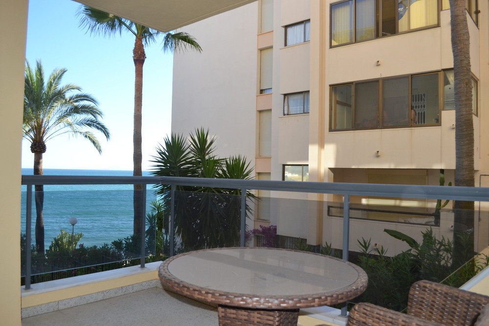 1 bedroom beachfront apartment close to Estepona