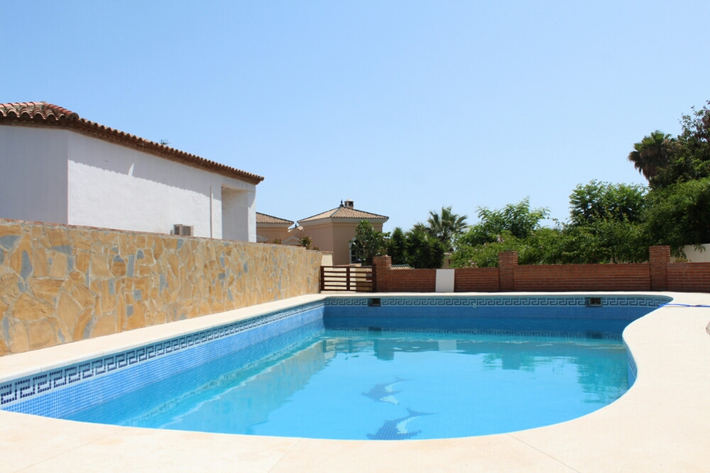Detached villa with pool - privileged location above Estepona