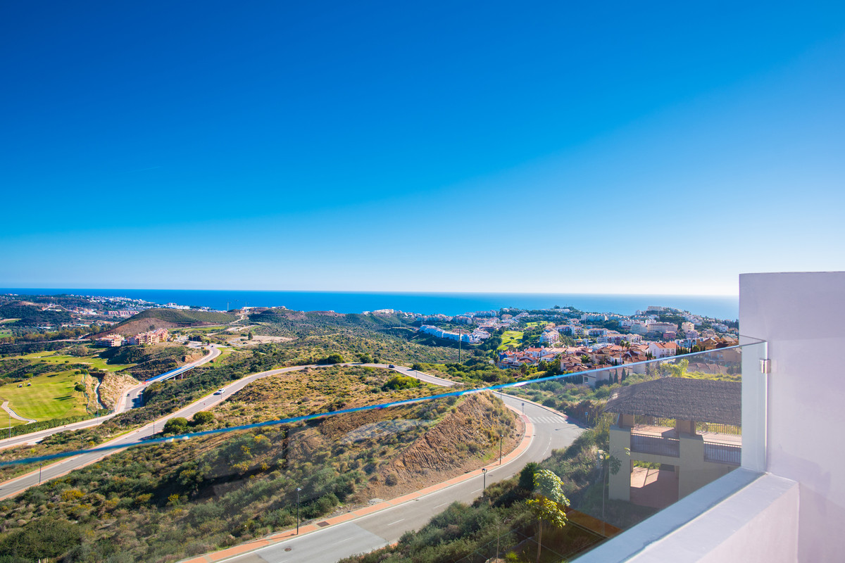 Luxury golf resort close to lively coast