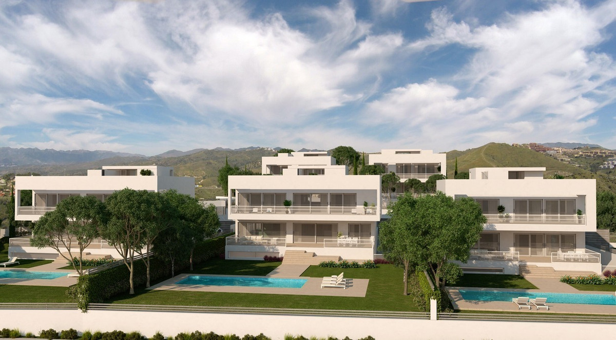 Exclusive villas in PRESTIGIOUS GATED COMMUNITY on beachside between Estepona and Puerto Banus.