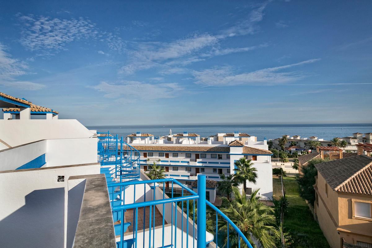 5 min walk to Estepona centre and the beach