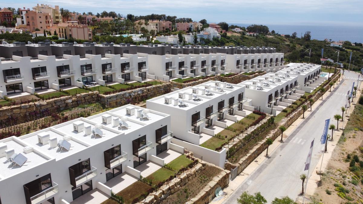 Sleek contemporary design Townhouses