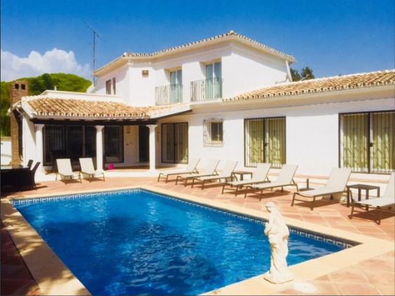 Elegant villa walking distance from Puerto Banus