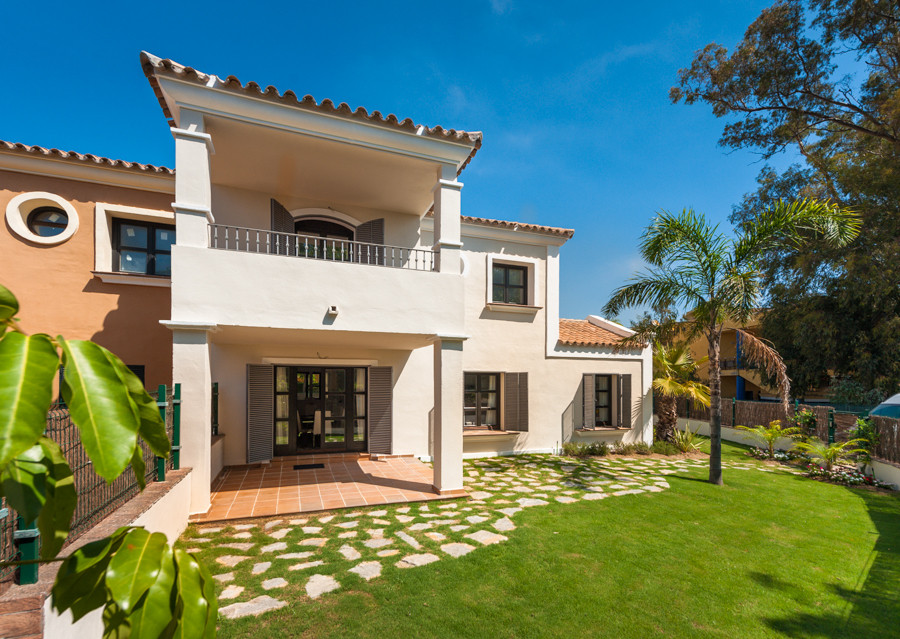 Luxury new villa close to the beach and golf resort