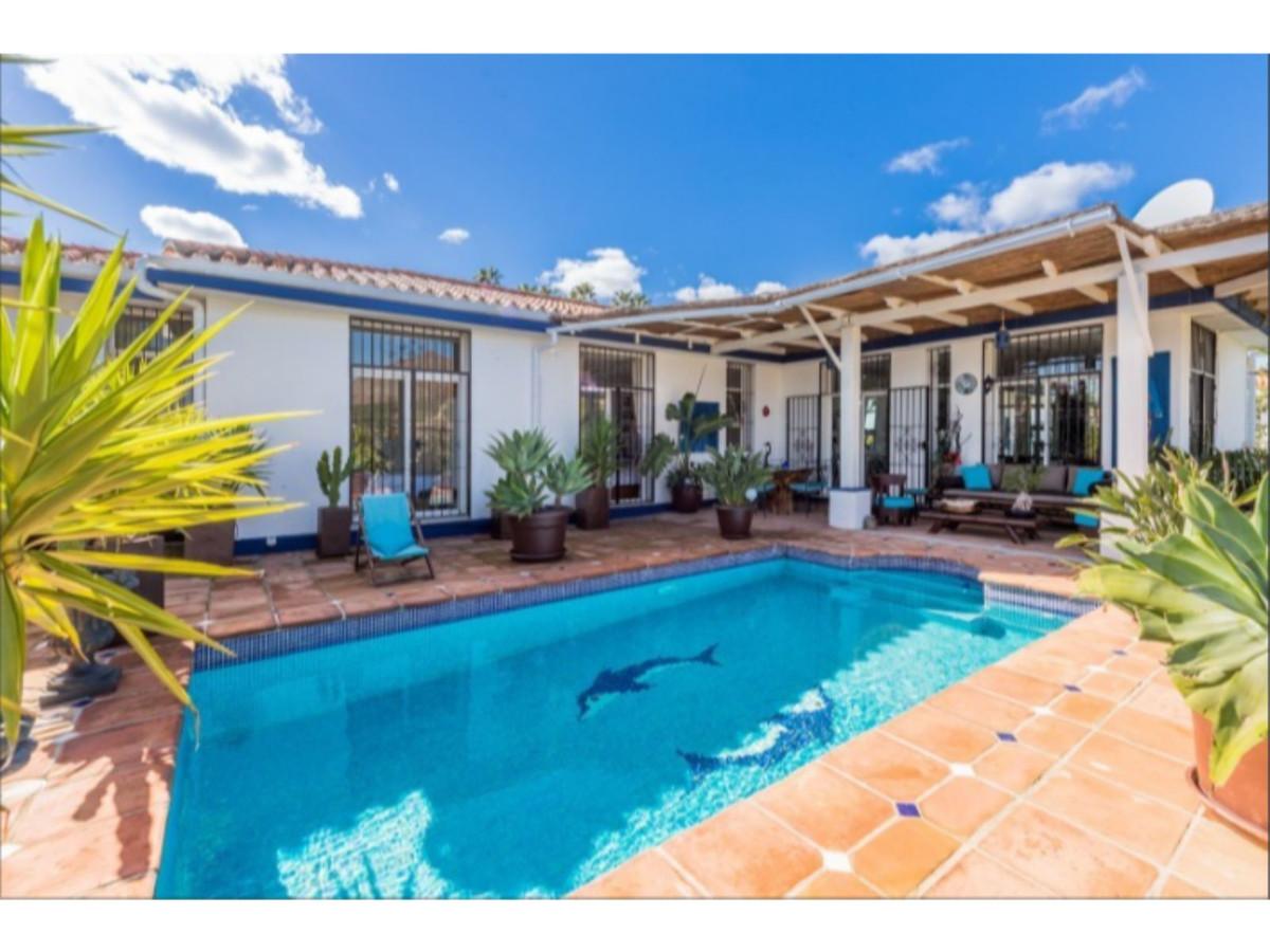 Spacious villa with stunning golf views