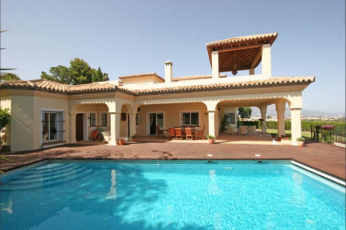 Villa with breathtaking sea views between Estepona and Puerto Banus