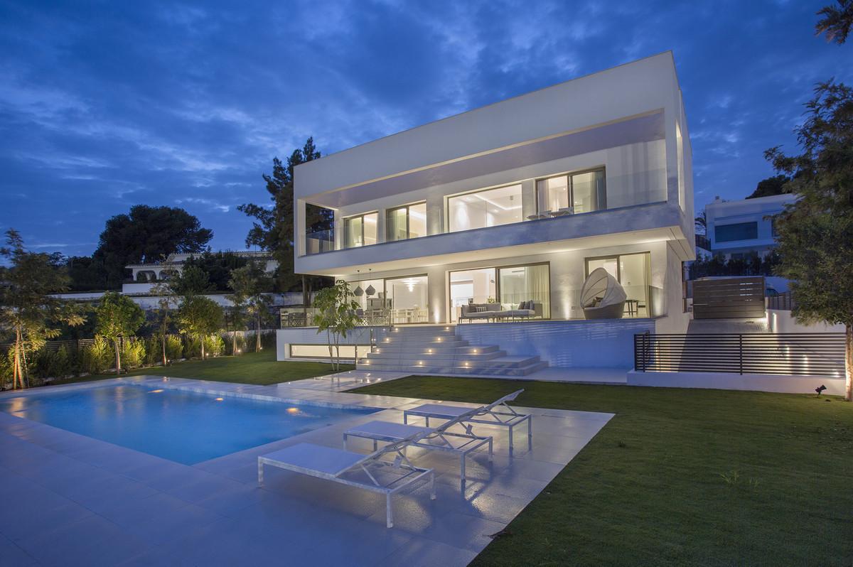 Amazing villas, in prestigious gated community, at a reduced price!!