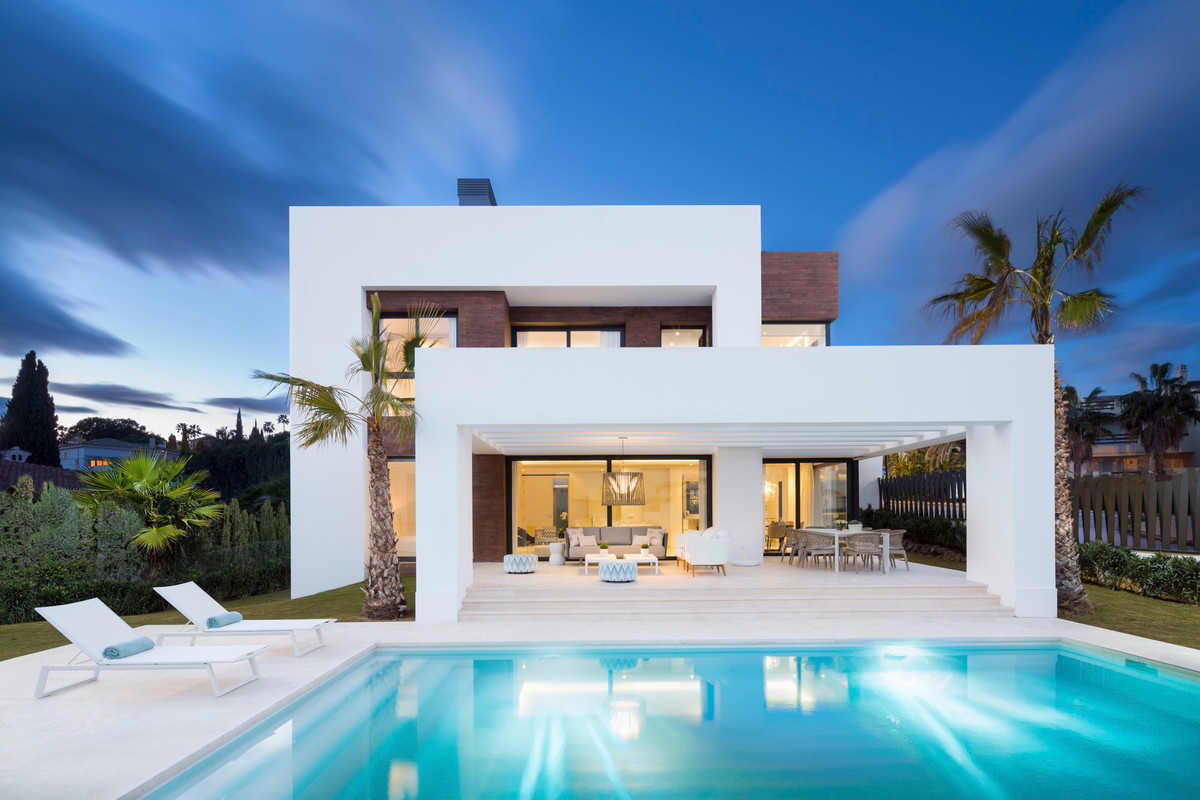 Between Estepona and Marbella and exceptionally spacious