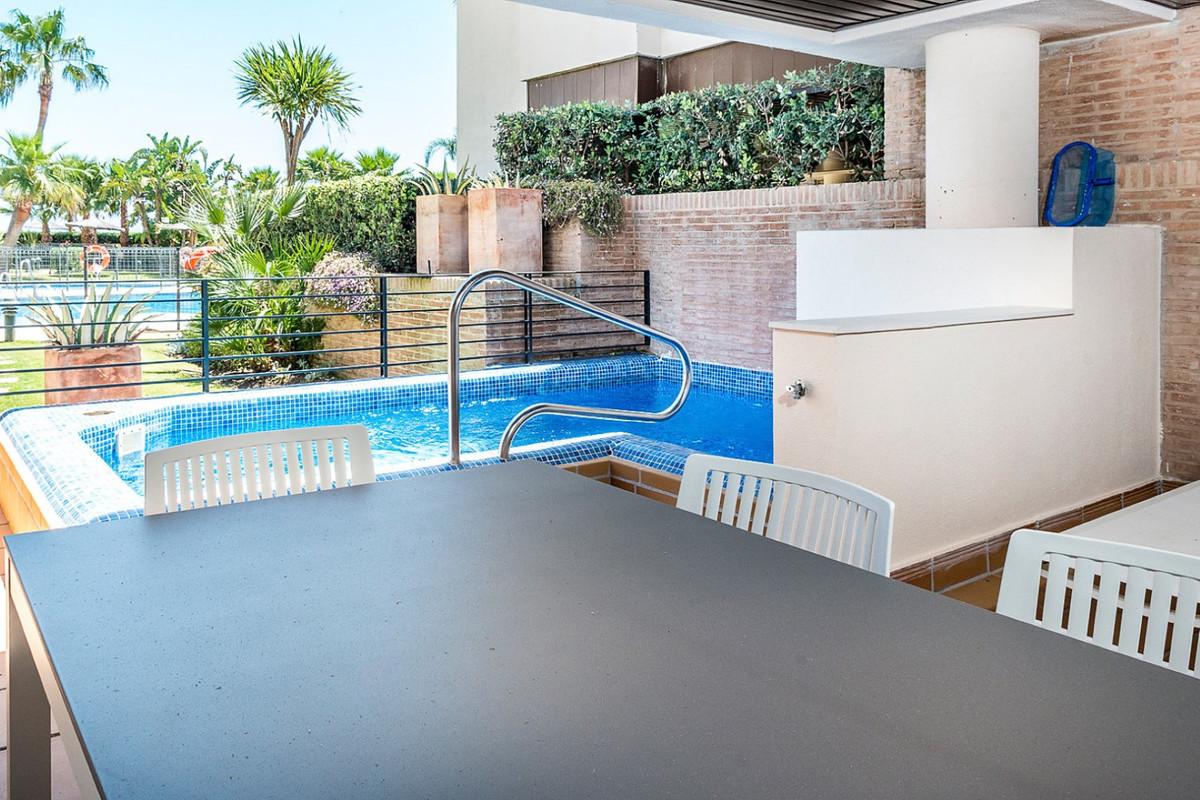 Apartamento Planta Baja en venta en New Golden Mile R3462919
