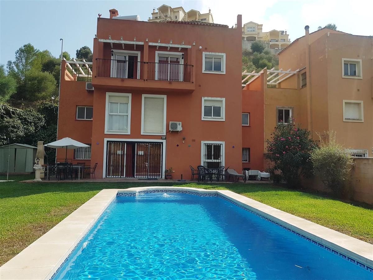 Detached Villa in Sierrezuela R3263917