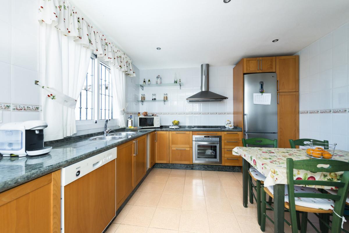 Villa te koop in Alhaurín de la Torre R3421423