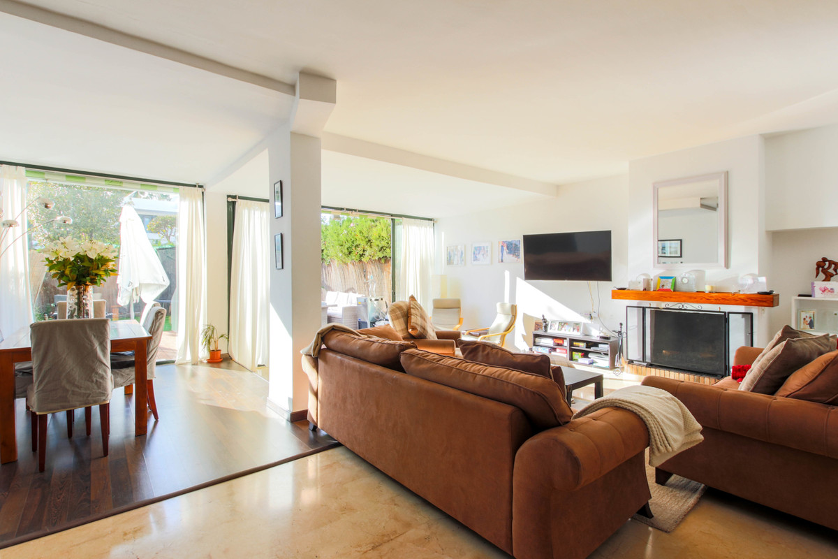 Bright, three bedroom, west facing, beachside townhouse with private garden in the popular Marques d,Spain
