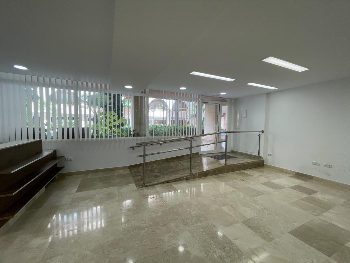 Office · Nueva Andalucía