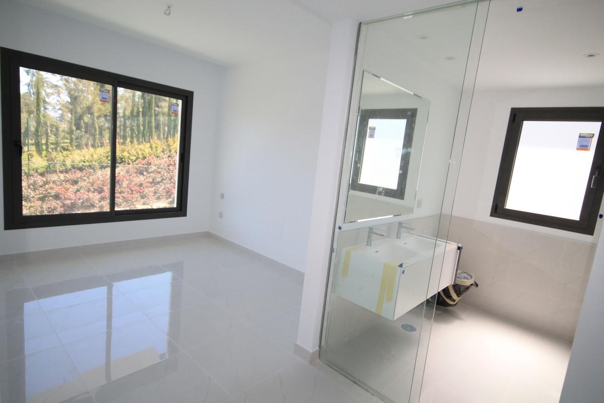 Apartment Middle Floor Atalaya Málaga Costa del Sol R3398425 4