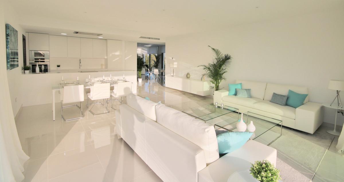 Apartment Middle Floor Atalaya Málaga Costa del Sol R3398425 8