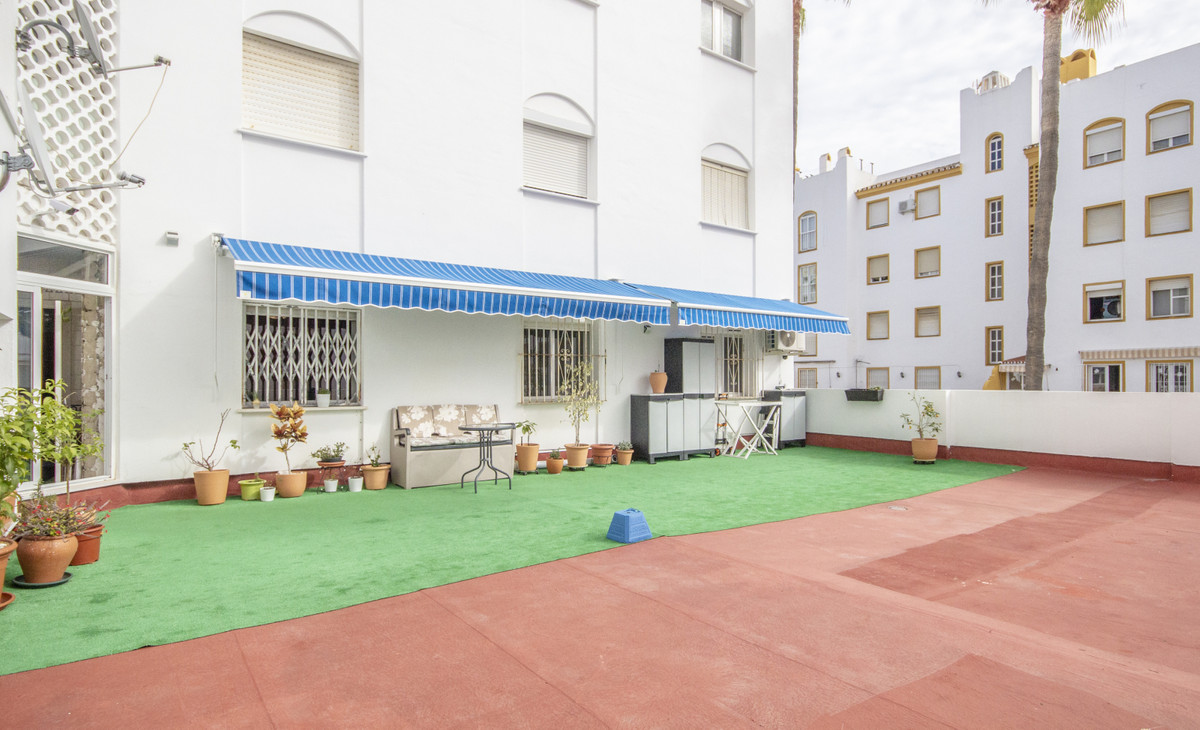 This unfurnished flat is at Calle Paloma, 29631, Benalmadena, Malaga, is in the district of Benalmad,Spain