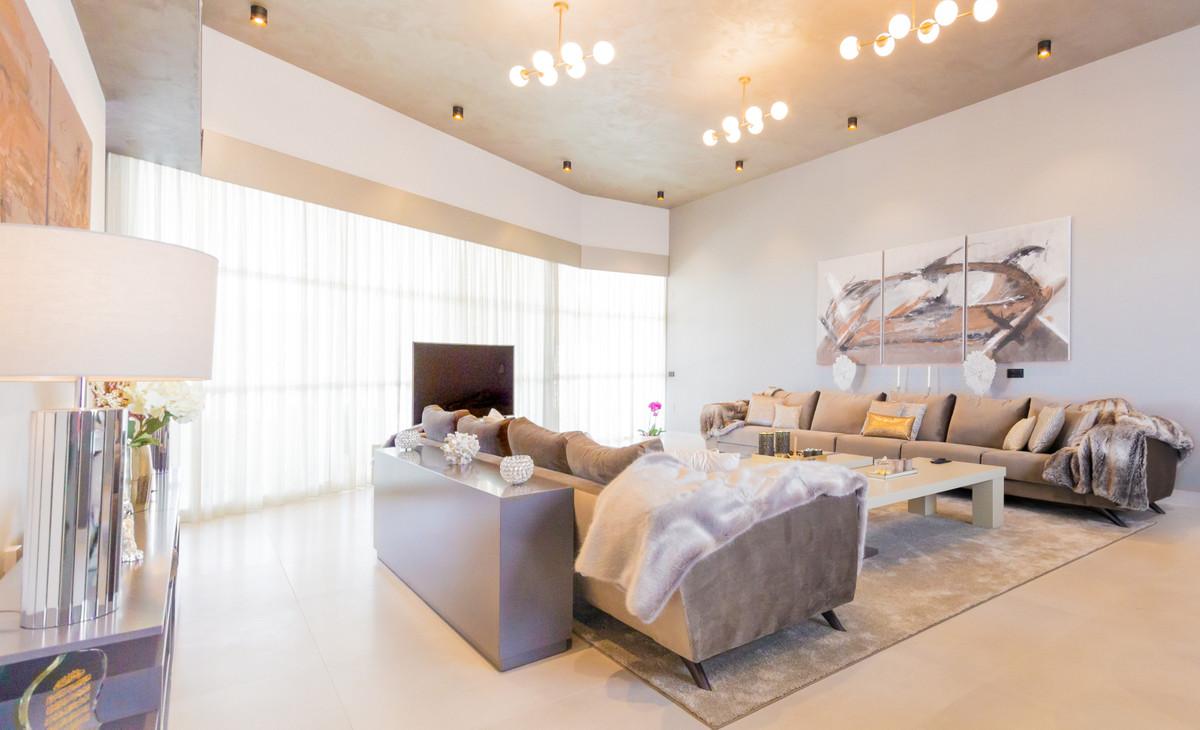 Villa 6 Dormitorios en Venta Benalmadena
