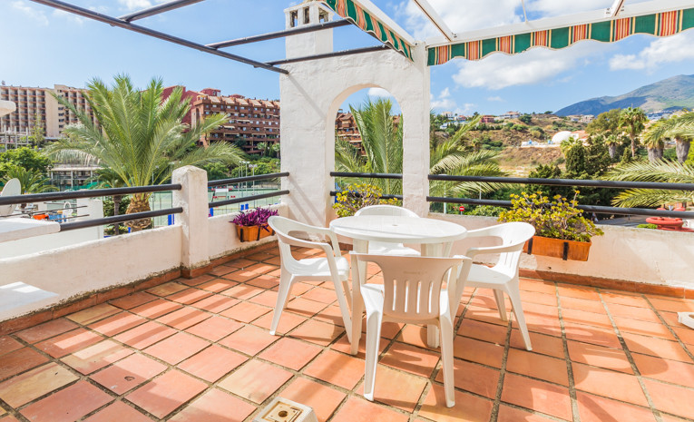 This studio is situated in Avenida Palmeras,  Benalmadena. Everything is on hand -local transport, s,Spain