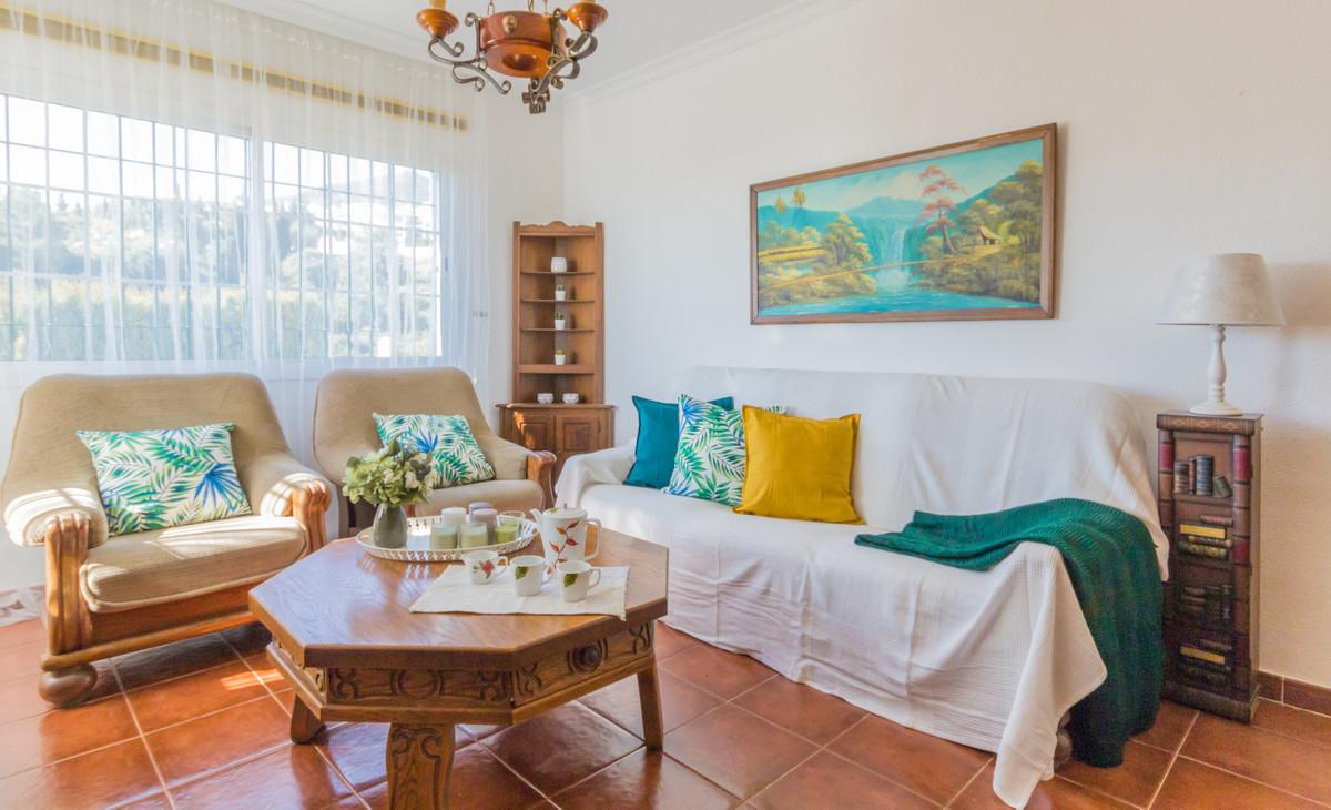 This villa is at Calle Icaro, 29639, Benalmadena, Malaga, at Benalmadena. It is a villa, built in 20,Spain