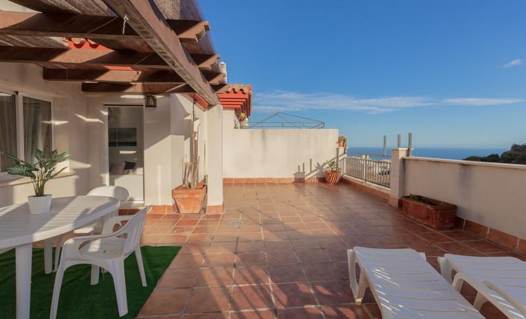 This flat is at Calle Dalia, 29639, Benalmadena, Malaga, at Benalmadena pueblo, on floor 2. It is a ,Spain
