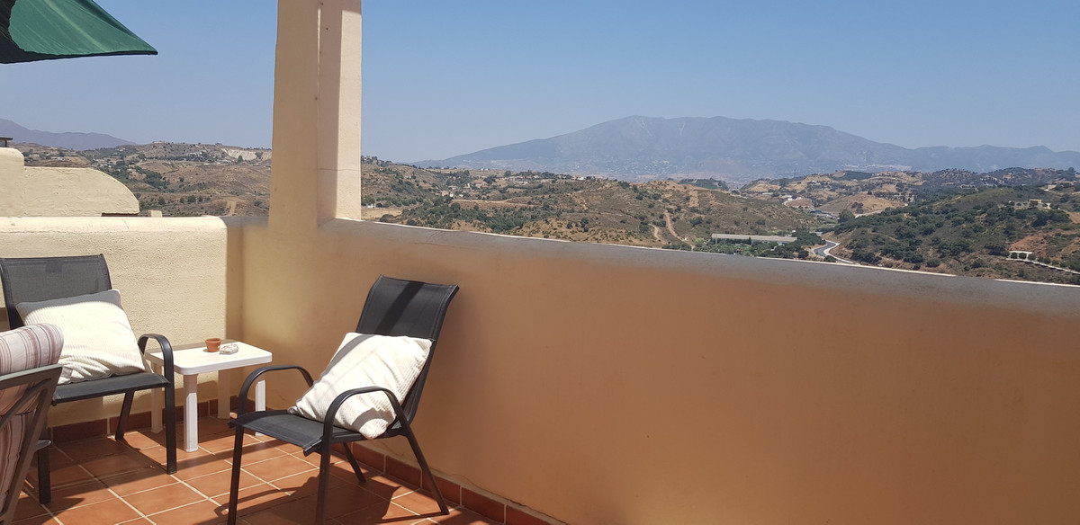 Super corner Townhouse, with amazing sea, golf and mountain views  Fantastic easy access to this pro,Spain