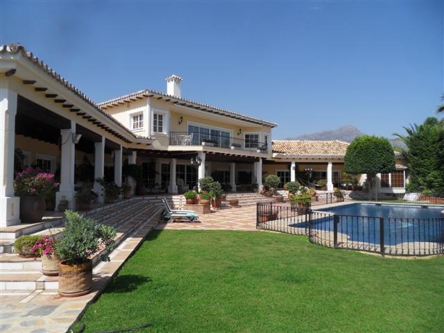 Luxury Villa / Property for sale La Quinta Spain