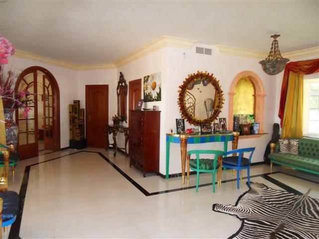 Villa / Property for Sale in La Quinta, Spain