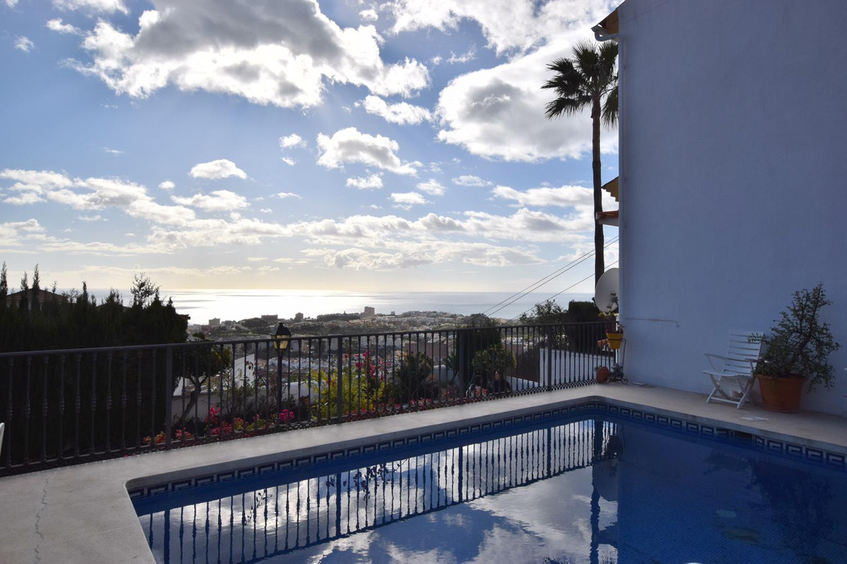 REDUCED FROM 420,000 € TO 399,000 €  Great semidetached townhouse located in Benalmadena, very close,Spain