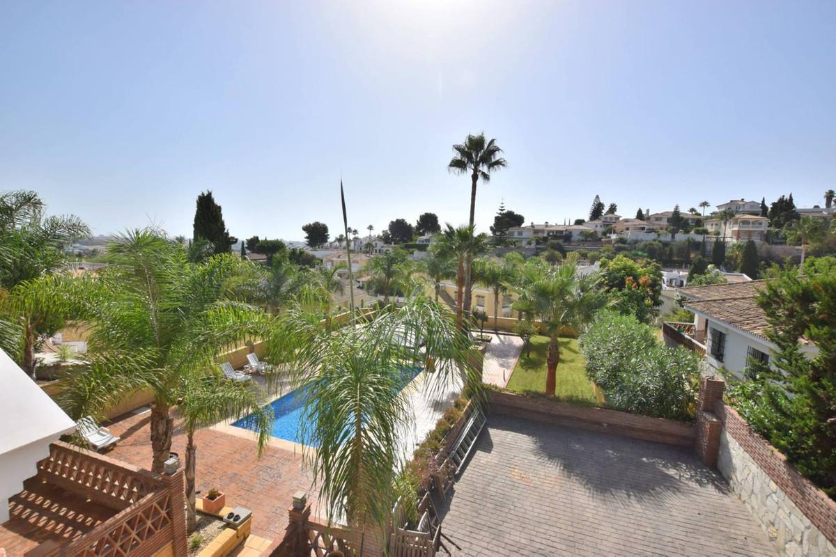 IBI:1200 €/year  Villa for sale in Cerros de Aguila, Mijas Costa  This beautiful 5 bed, 3 bath indep,Spain