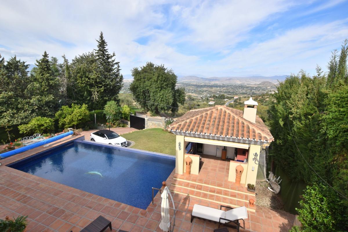 Detached Villa in Alhaurín el Grande R3536365