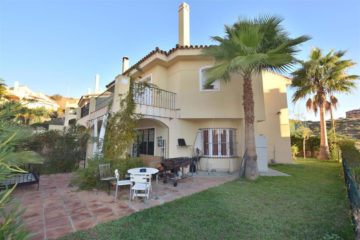 Great Townhouse with big private garden in Riviera del Sol In a gated complex with 3 community pools,Spain